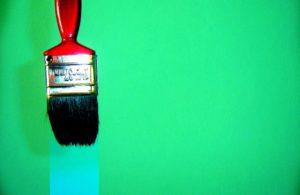 Beneficios de las pinturas naturales versus pinturas plásticas