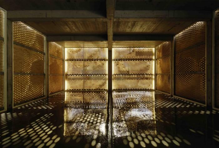 Interior de edificio de servicios de un viñedo