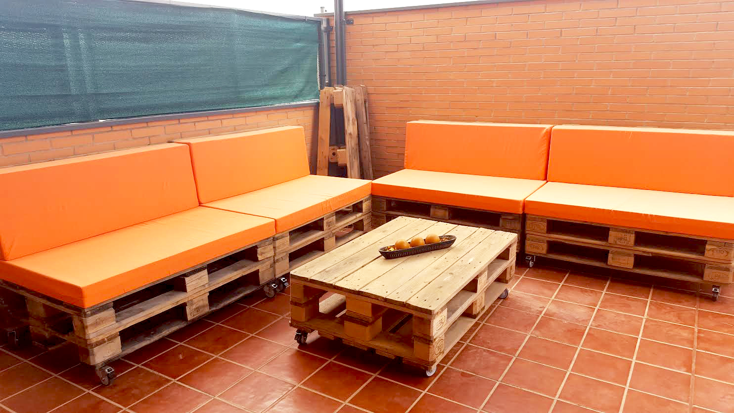 Hazte una zona chill out con palets vivienda saludable for Decoracion jardin chill out