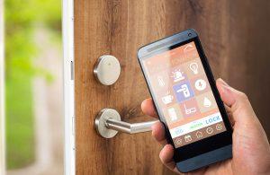 Un smartphone abre una puerta