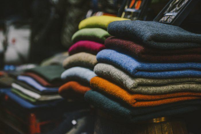 Jerseys de hombre doblados