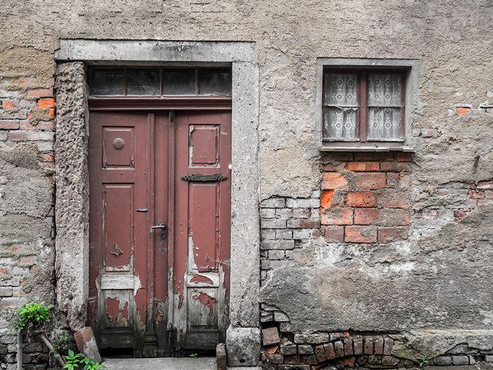 puerta hinchada