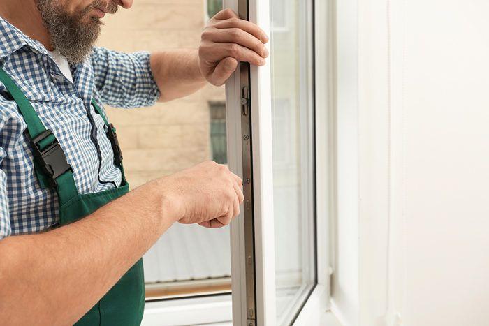 arreglar puerta hinchada